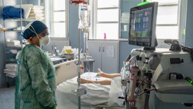 Photo of Europe's Virus Toll in Italy and U.K. Keeps Focus on Lockdowns