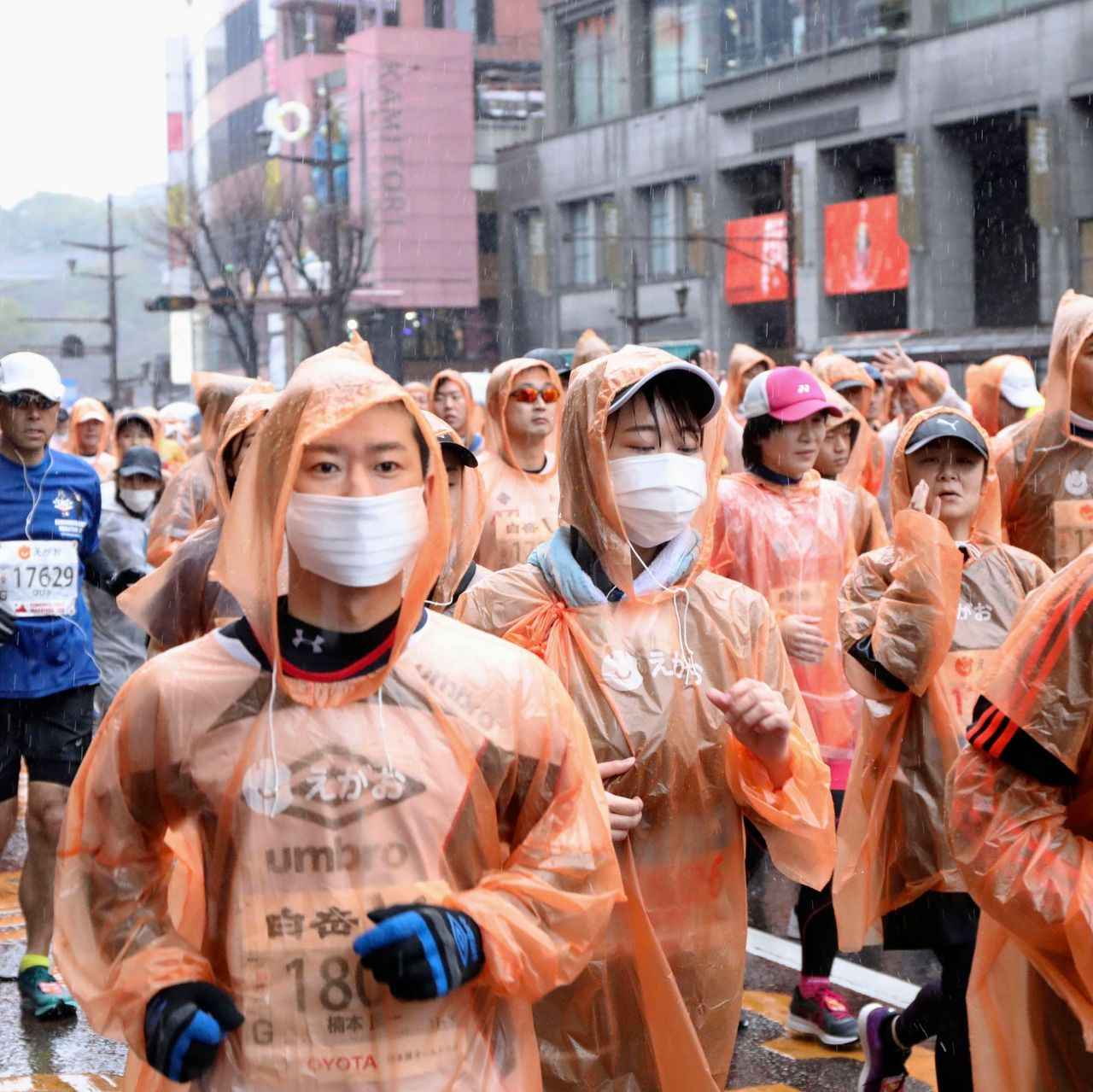Photo of Even in the coronavirus pandemic, the Japanese won't work from home until Shinzo Abe makes them