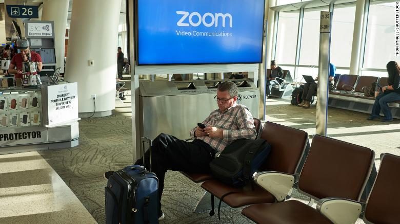 Photo of Zoom CEO apologizes for having 'fallen short' on privacy and security